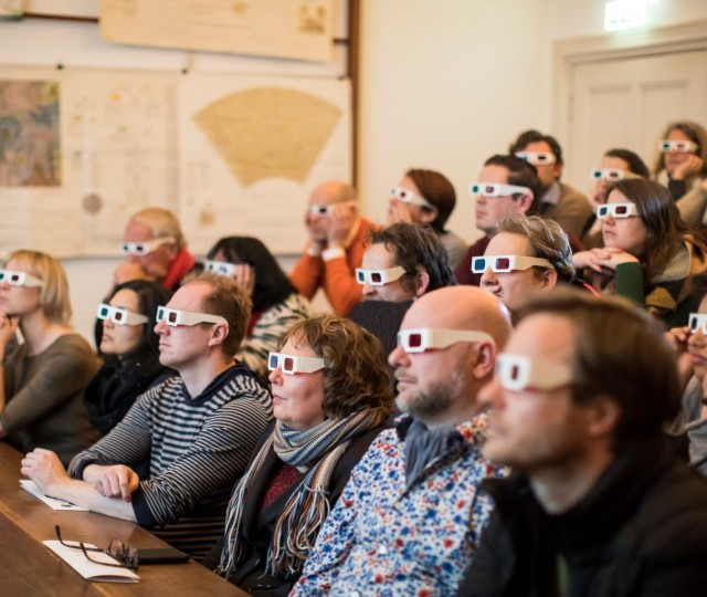 Lezing en demonstratie over kometen in de collegezaal van Sonnenborgh