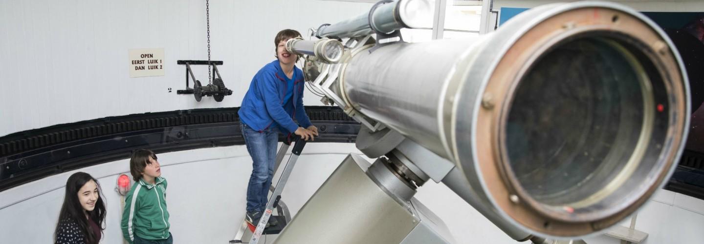 De grote telescoop van sterrenwacht Sonnenborgh