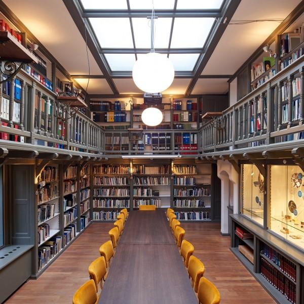 Vergaderen in de bibliotheek van Sonnenborgh uit 1908