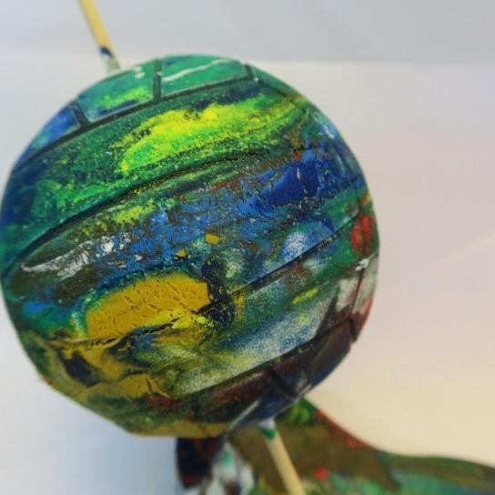 Zelfgemaakte planeet (geschilderde bol)