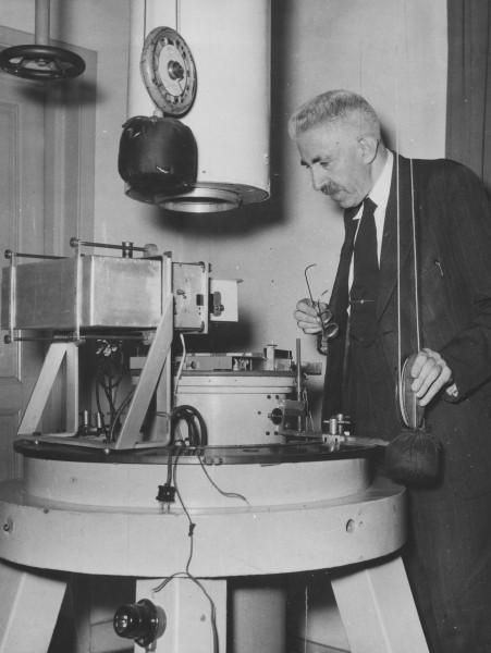 Minnaert en Houtgast aan het werk met de zonnespectrograaf
