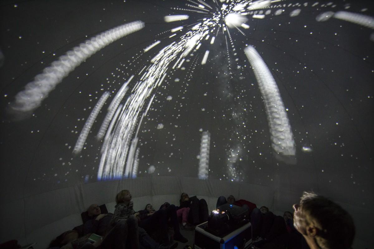 sterren kijken in het planetarium