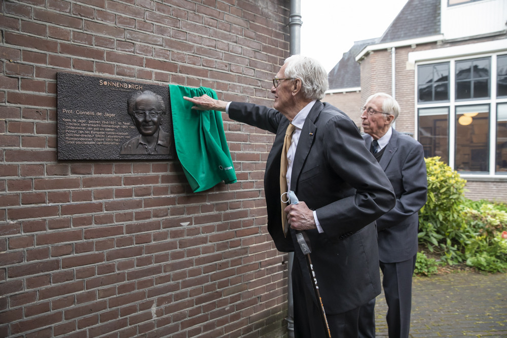 onthulling plaquette Kees de Jager